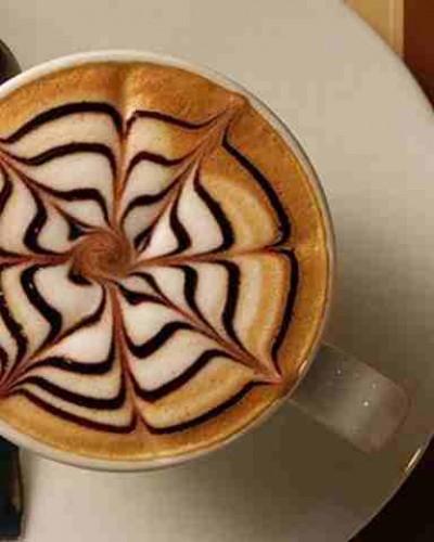 为什么白杯子的咖啡会更苦