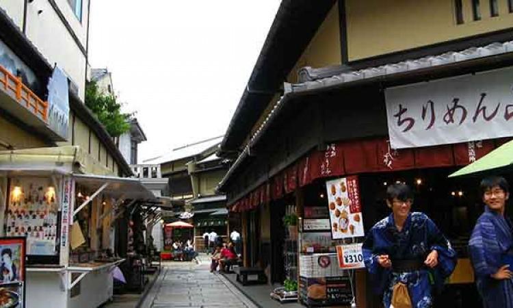 车多路窄?看京都人以堵车来解决堵车问题!